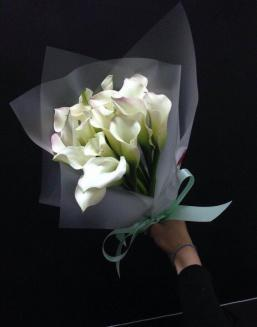 Bouquet of 15 white callas | Delivery and order flowers in Aktau