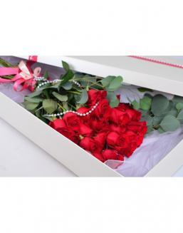 Bouquet of red roses in a smart box | Delivery and order flowers in Aktau