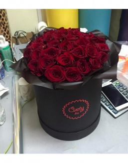 55 roses in hat box | Delivery and order flowers in Aktau